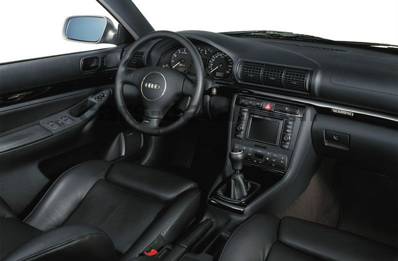Audi RS4 Avant 2000 pictures (1 of 10) | cars-data.com
