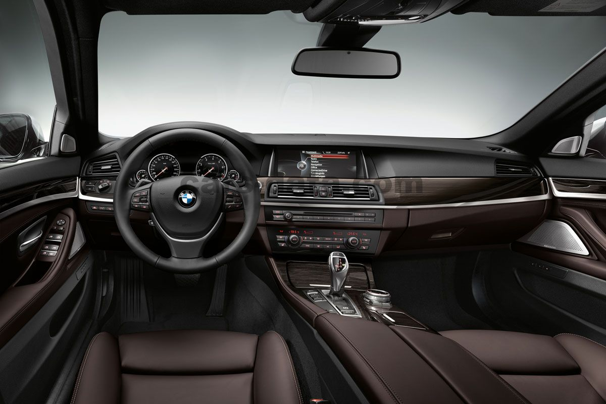 Bmw 5 Series Touring Images 12 Of 48 Cars Data Com