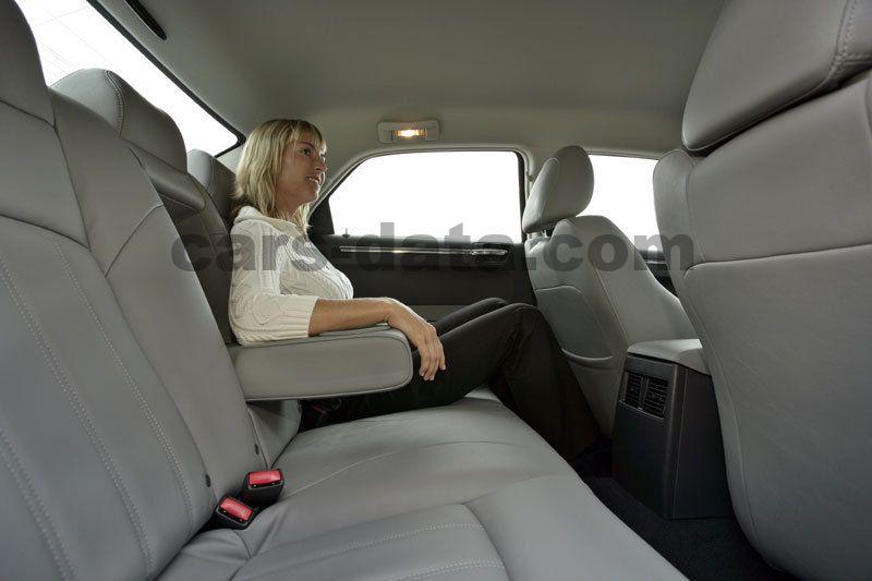 https://www.cars-data.com/pictures/chrysler/chrysler-300c-touring_381_18.jpg