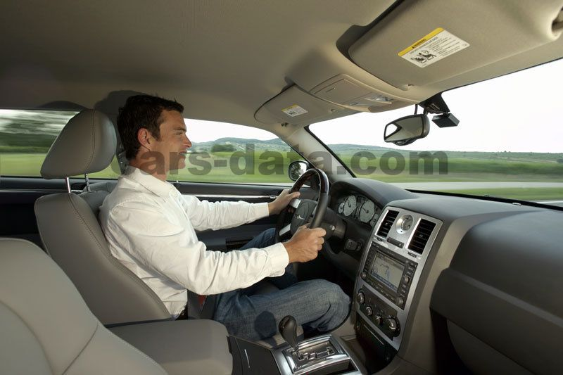 https://www.cars-data.com/pictures/chrysler/chrysler-300c_380_14.jpg