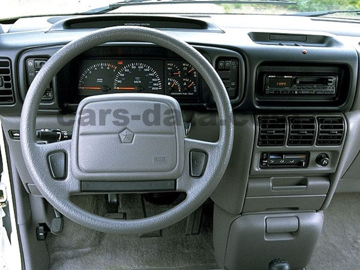 Chrysler Grand Voyager 1991 Pictures 2 Of 2 Cars Data Com
