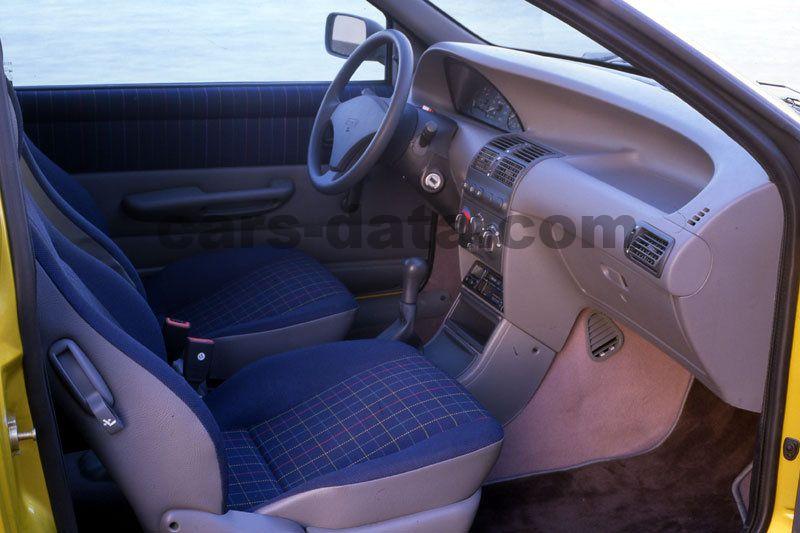 Fiat punto 1994 images fiat punto 1994 photos 9 de 9 for Fiat punto 1 interieur