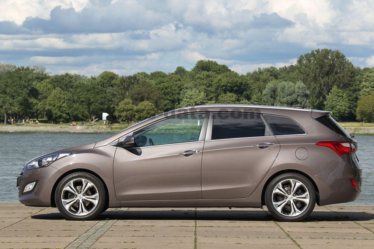 Hyundai I30 Wagon 2012 pictures (1 of 10) | cars-data.com