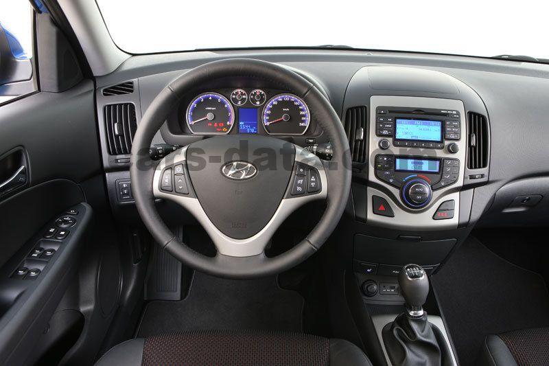 Hyundai I30 2010 Pictures 9 Of 24 Cars Data Com