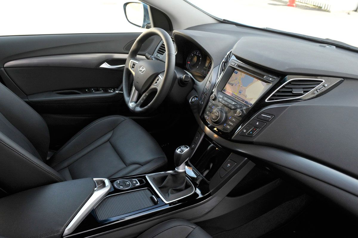 hyundai i40 wagon 2011 pictures hyundai i40 wagon 2011. Black Bedroom Furniture Sets. Home Design Ideas
