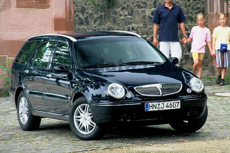 lancia lybra sw 2001 pictures 1 of 10 cars data com rh cars data com Lancia Thema Lancia Dedra
