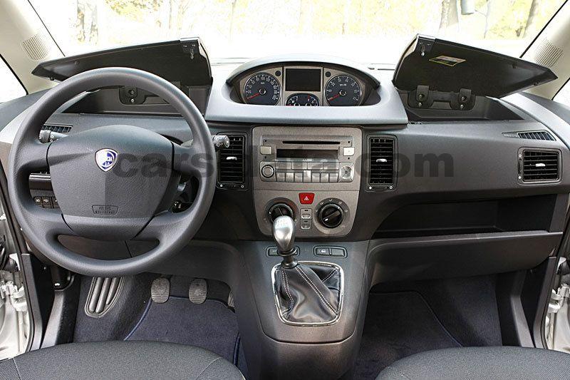 https://www.cars-data.com/pictures/lancia/lancia-musa_1217_17.jpg