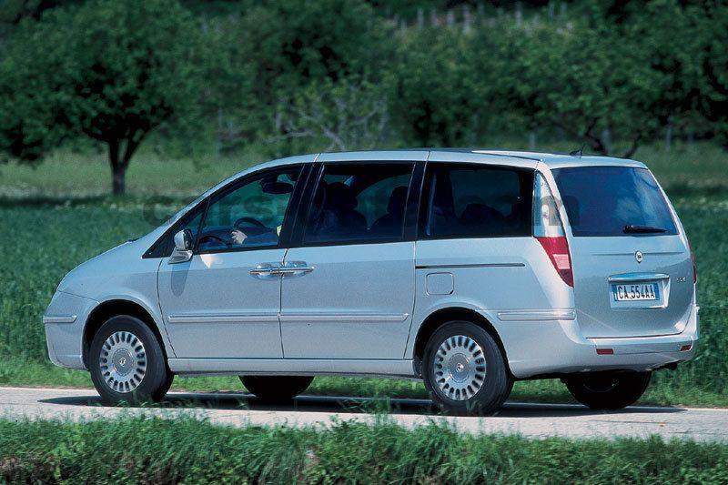 https://www.cars-data.com/pictures/lancia/lancia-phedra_1218_2.jpg