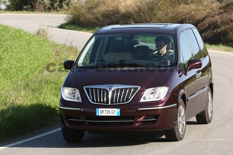 https://www.cars-data.com/pictures/lancia/lancia-phedra_1219_4.jpg