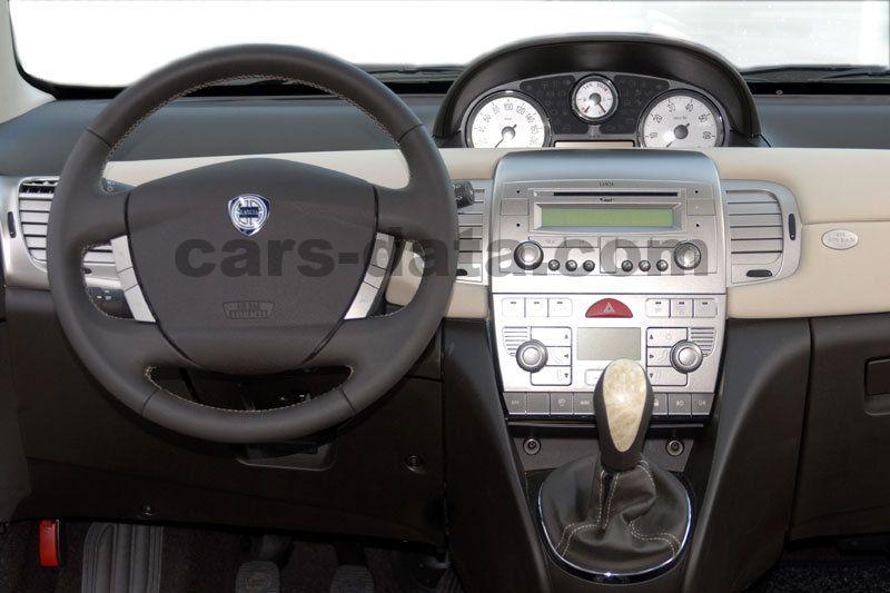 https://www.cars-data.com/pictures/lancia/lancia-ypsilon_1234_12.jpg