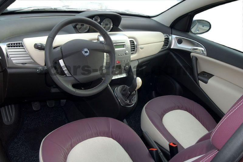 https://www.cars-data.com/pictures/lancia/lancia-ypsilon_1234_13.jpg