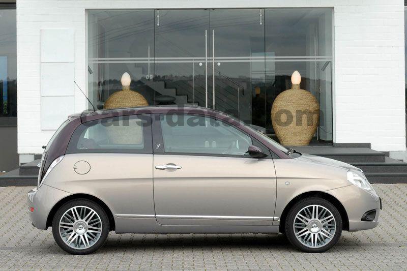 https://www.cars-data.com/pictures/lancia/lancia-ypsilon_1234_3.jpg