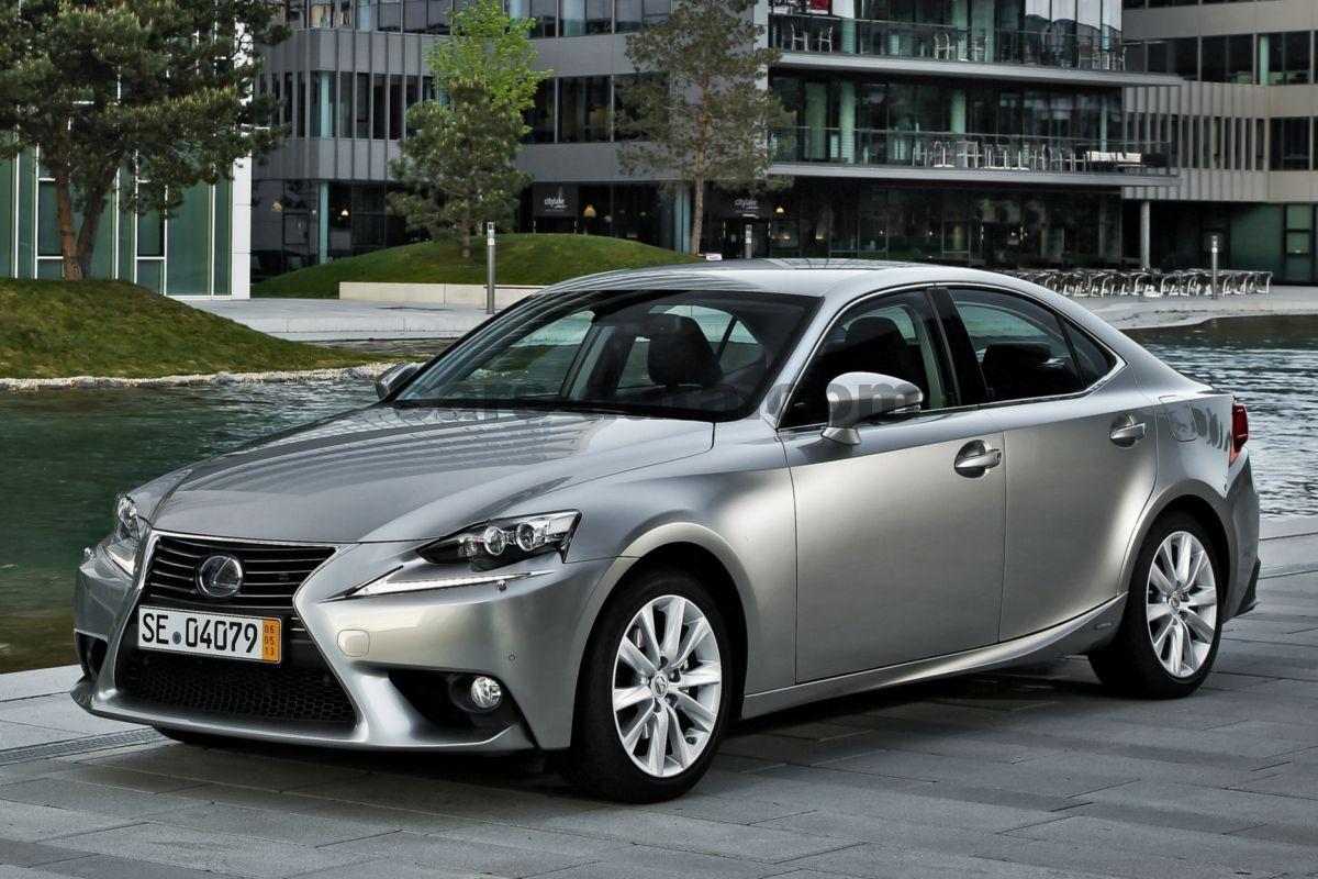 Lexus IS 300h 4 door specs   cars-data.com