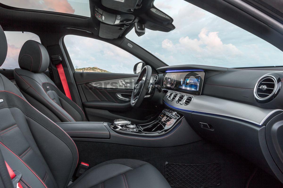 https://www.cars-data.com/pictures/mercedes/mercedes-benz-e-class-estate_3886_61.jpg