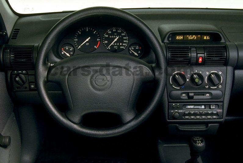 Opel Corsa 1997 Bilder (4 von 4) | cars-data.com