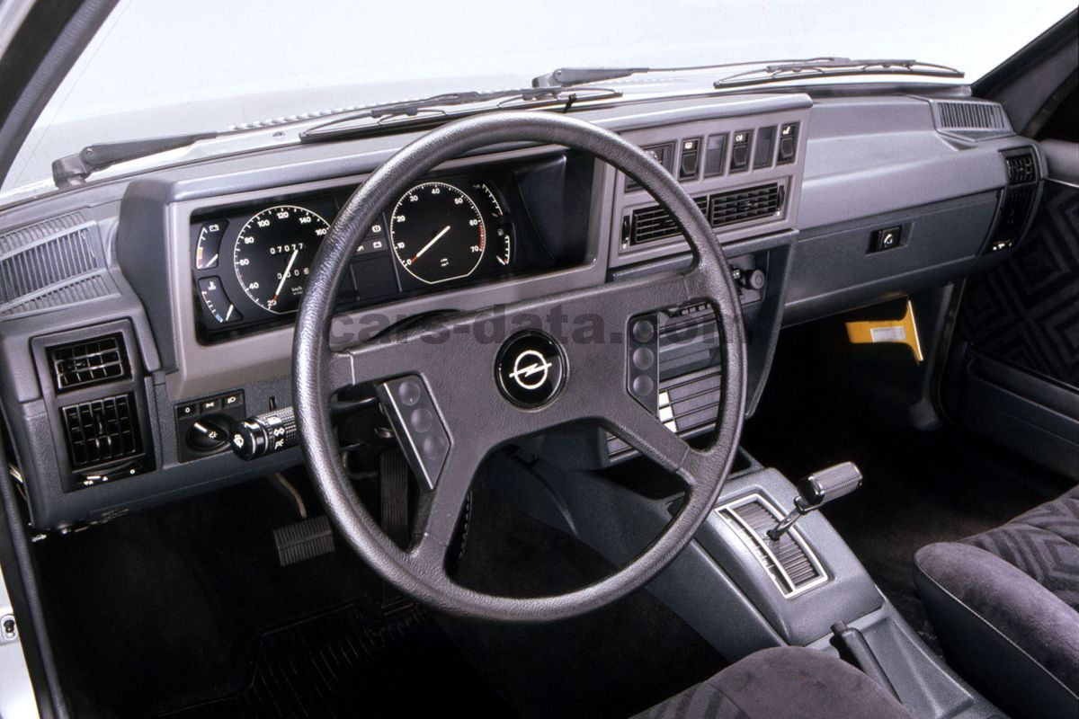 Opel Rekord 1984 pictures (1 of 10) | cars-data.com