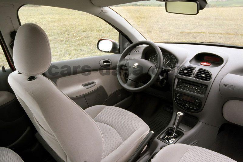Peugeot 206 SW 2002 Bilder (1 von 10) | cars-data.com
