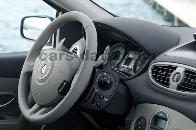 Renault Clio 2005 Pictures  3 Of 12