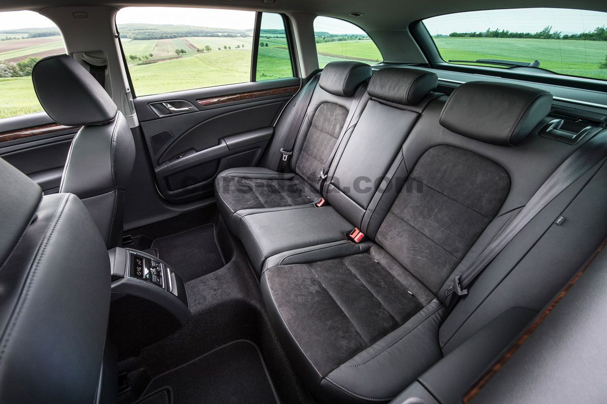skoda superb combi 2013 pictures skoda superb combi 2013 images 7 of 18. Black Bedroom Furniture Sets. Home Design Ideas