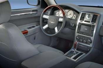https://www.cars-data.com/pictures/thumbs/350px/chrysler/chrysler-300c-touring_381_16.jpg