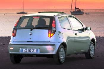 Fiat Punto 2003 Bilder (1 von 10) | cars-data.com on fiat stilo, fiat cars, fiat spider, fiat 500 turbo, fiat coupe, fiat x1/9, fiat ritmo, fiat seicento, fiat bravo, fiat doblo, fiat marea, fiat cinquecento, fiat linea, fiat 500 abarth, fiat panda, fiat barchetta, fiat multipla, fiat 500l,