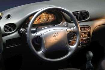 1998 hyundai excel 4 door specs cars data com rh cars data com manual hyundai excel 98 gratis 98 hyundai excel workshop manual