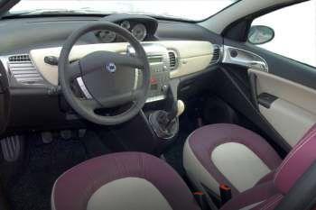 https://www.cars-data.com/pictures/thumbs/350px/lancia/lancia-ypsilon_1234_13.jpg