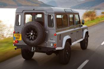 https://www.cars-data.com/pictures/thumbs/350px/land-rover/land-rover-defender-110_1244_2.jpg
