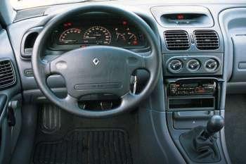 renault laguna rt 1 8 manual 5 door specs cars data com rh cars data com Renault Laguna 2004 Renault Clio