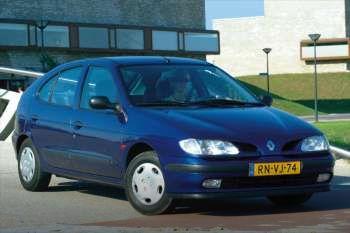 1996 renault megane 5 door specs cars data com rh cars data com Renault Megane Hatchback 2001 Renault Megane Hatchback Size