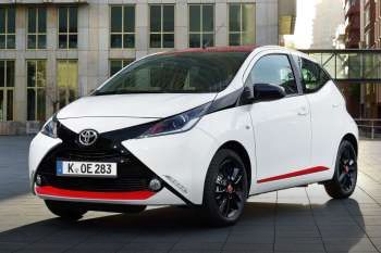 toyota aygo 1 0 vvt i x wave manual 2015 present 69 hp 5 doors technical specifications. Black Bedroom Furniture Sets. Home Design Ideas