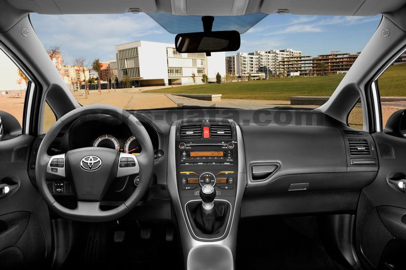 Toyota Auris 2010 Pictures 37 Of 44 Cars Data