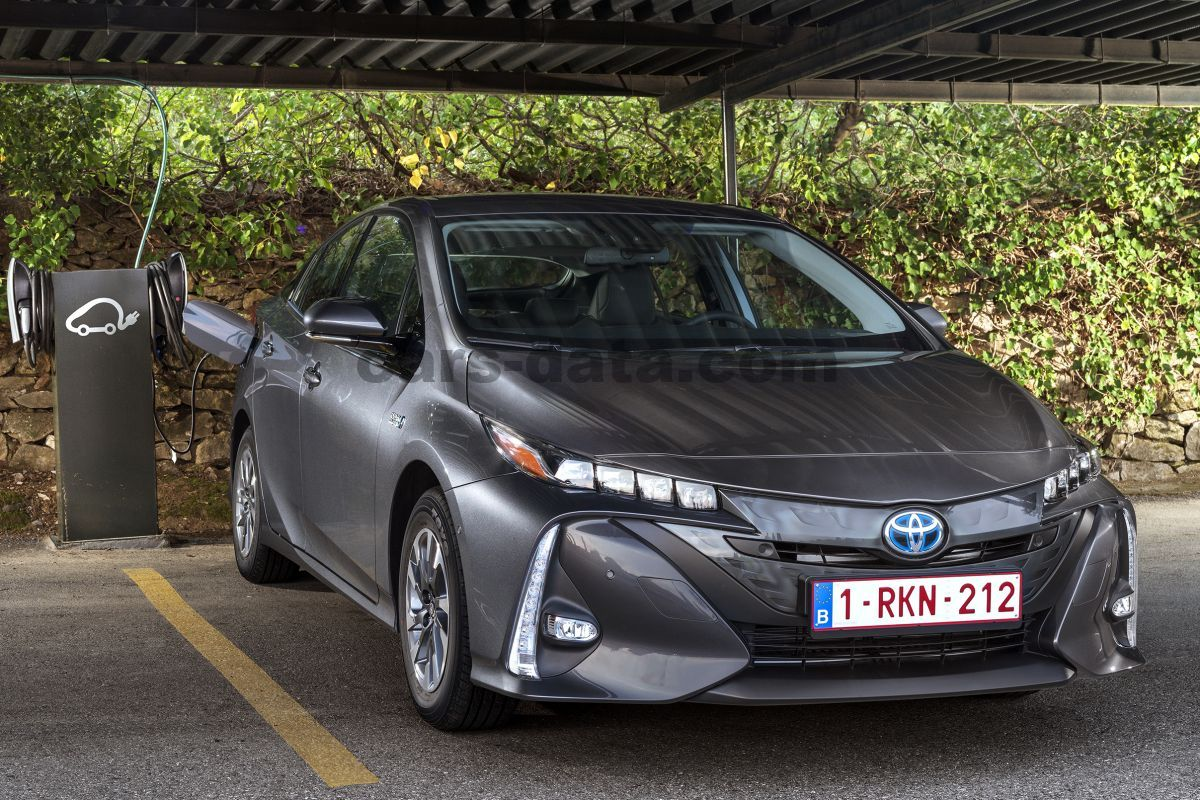 Toyota Plug In Hybrid >> Toyota Prius Plug In Hybrid 2017 Pictures 2 Of 38 Cars