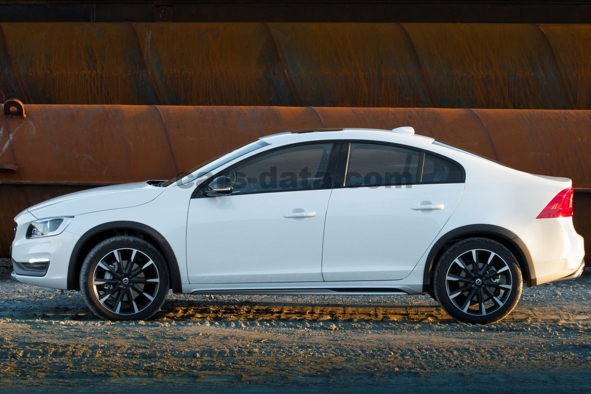 Volvo S60 Cross Country >> Volvo S60 Cross Country 2015 Pictures 23 Of 29 Cars Data Com